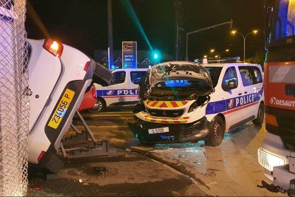 Accident de la route : un fourgon de police percute une berline
