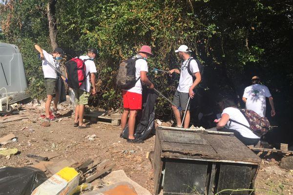 Nettoyage mangrove Badamiers 2e étape Four à Chaux, quartier Hopi