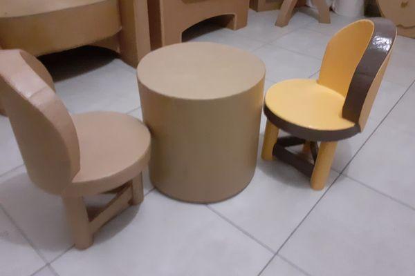 Table et chaises pour enfants - les réalisations de Juliette Hutin