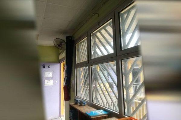 A Saint-André, deux enseignantes ont été blessées en manipulant une fenêtre de leur école.