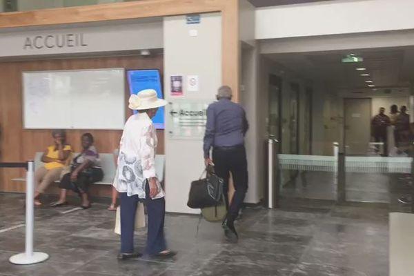 Lucette Michaux-Chevry à son arrivée ce matin au TGI de PàP