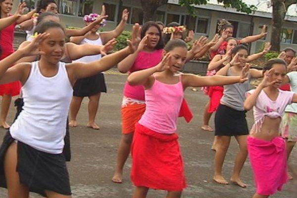 Pendant les vacances, le collège de Papara ouvre ses portes aux chants et danses