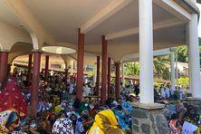 Parents d'élèves, enseignants et élèves présents lors de l'hommage à Miki Madi au lycée du Nord