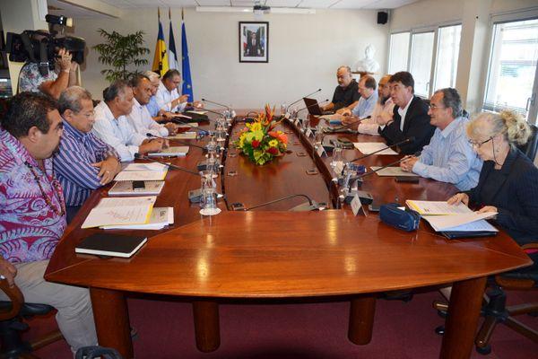rencontre élus territoire et gouvernement NC