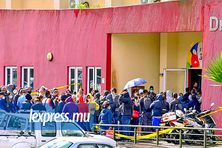 Il y avait foule au gymnase James Burty David, à Curepipe, lundi 7 juin. Une personne âgée qui patientait pour se faire vacciner y est d'ailleurs morte.