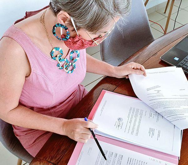 Clara de Bort, a signé l'autorisation d'exercer en Guyane pour des soignants à diplôme non-européen