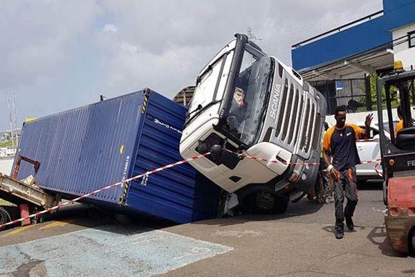 Camion renversé