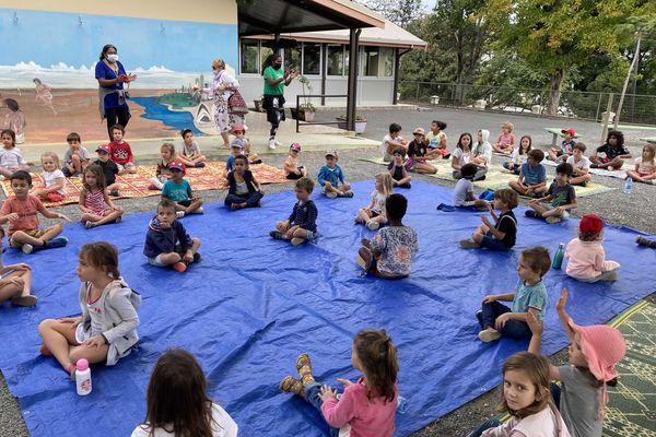 Au centre de vacances aménagé à l'école Surleau de Nouméa, le mardi 28 septembre 2021. Confinement. Gel
