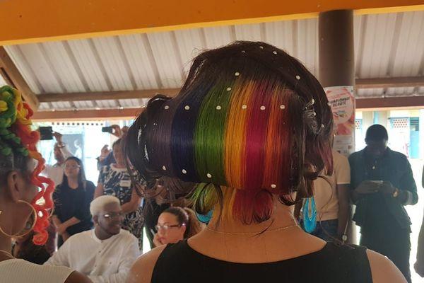 Un chignon multicolore