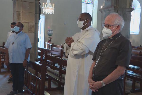 Evêques en prière à Basse-Terre
