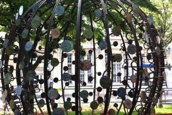 Le monument dédié à la mémoire des esclaves est l'oeuvre du sculpteur Nicolas Cesbron