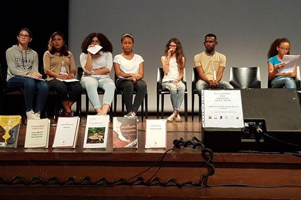 Les élèves qui défendront leur choix de livres pour le prix Carbet des lycéens