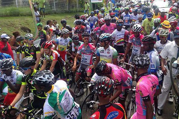 Peloton du tour cycliste de Martinique 2016