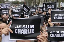 Des manifestants défilent à Nantes (Loire-Atlantique) en hommage aux victimes des attentats terroristes, le 10 janvier 2015.