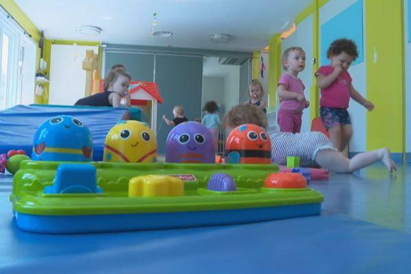 Garde d'enfants à Saint-Pierre et Miquelon : le casse-tête des parents