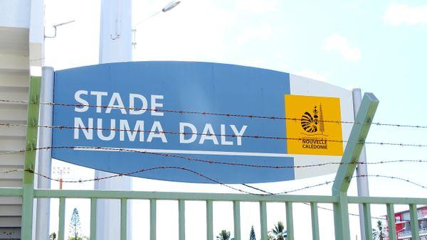 Stade Numa-Daly, plaque