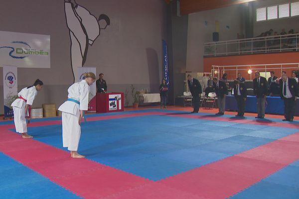 La Pacific Cup rassemble des karatekas calédoniens et étrangers, comme ici Angelique Mondoloni et l'Australienne Tara Boyd.