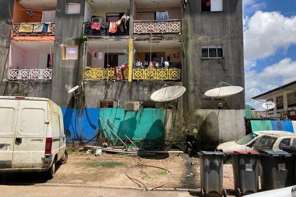 Un immeuble squatté à Cayenne