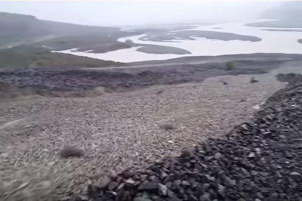 Cyclone Gita : une rivière devient une cascade de pierres