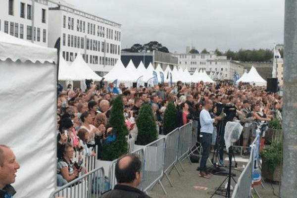 Une foule compacte pour accueillir l'Hermione à Brest.