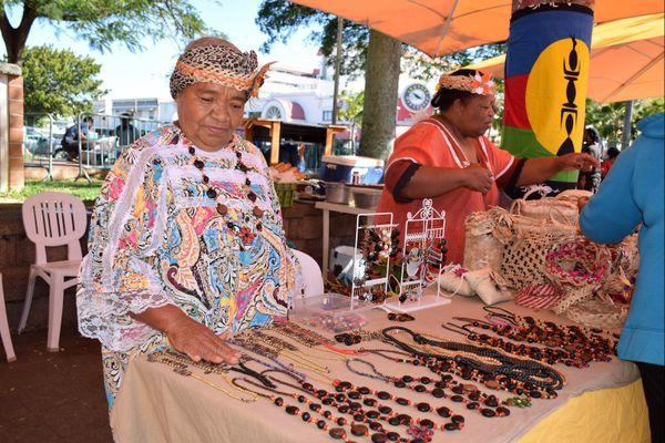 Jeudi du centre-ville spécial îles Loyauté stand de Wanyingö Welepane de Tiga (24 août 2017)
