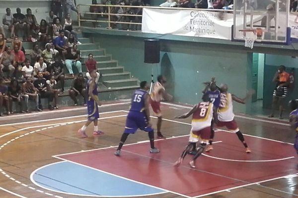 Basket masculin