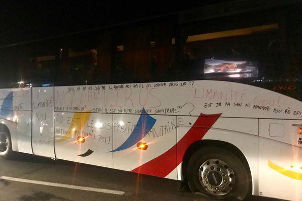 Bus bloqué sur l'autoroute