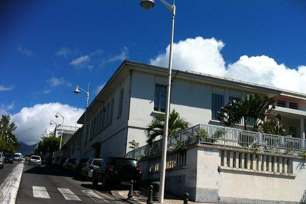 Tribunal de Basse-Terre - vue de côté