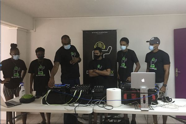 DJ Academix à la cité Concorde à Matoury