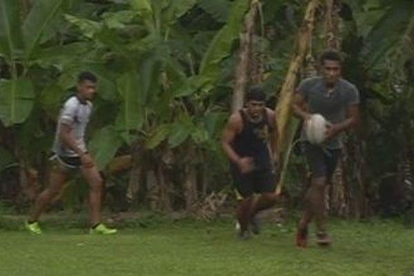 3 jeunes rugbymen de futuna à grenoble