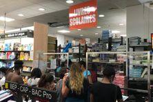 Comptoir des livres de la librairie du centre commercial d'Acajou au Lamentin (en Martinique)