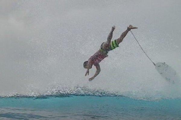 Gabriel Medina, heureux de sa victoire à la Billabong Pro Tahiti 2014
