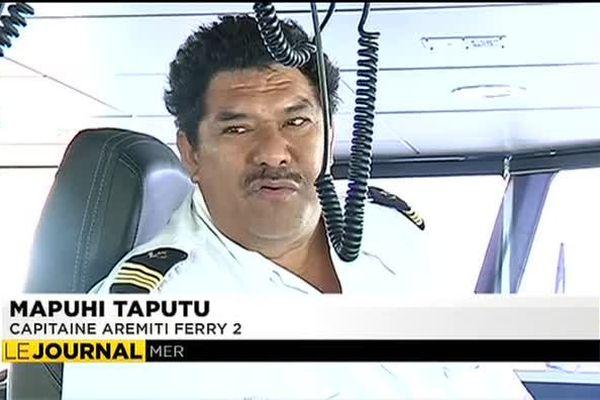 Manoeuvre difficile pour l'Aremiti 2 dans le port de Papeete