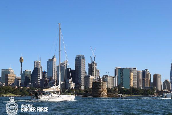 Navire La Fayette entre dans la baie de Sydney. Trafic de drogue. Australie