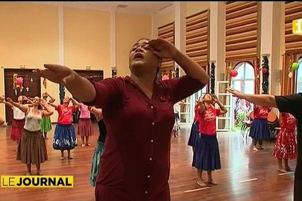 Le Hula enseigné à Tahiti