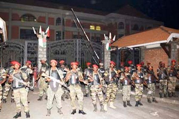 Mairie de Tana assiégée par l'armée