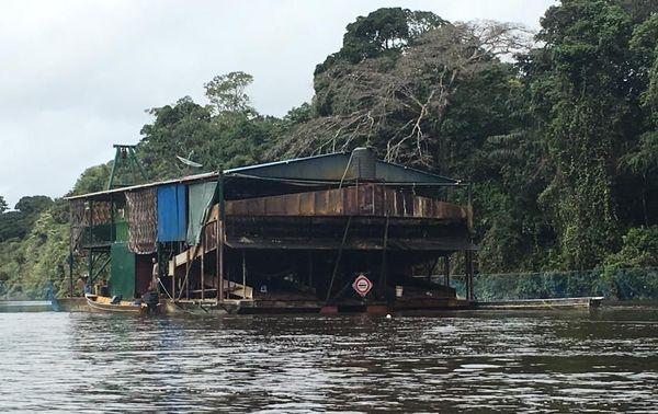 Une barge d'orpaillage saisie  par les FAG