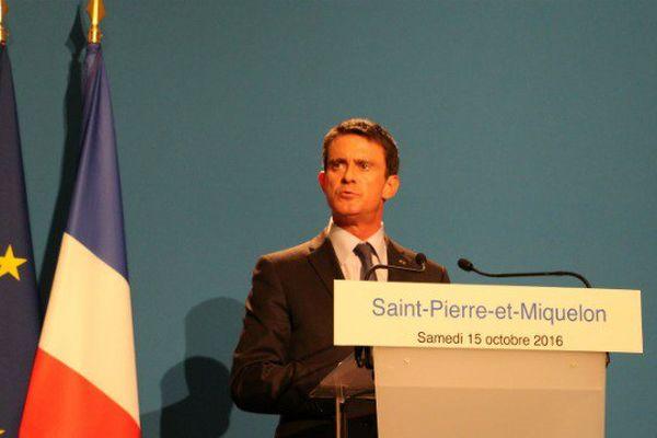 Recueillement, rencontres et première pierre : Manuel Valls entame sa visite officielle à Miquelon