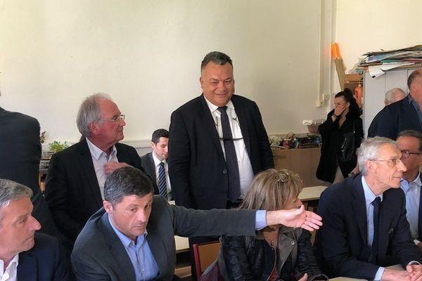 Le député Sylvain Brial, lors d'une visite dans une école en Corse, printemps 2019