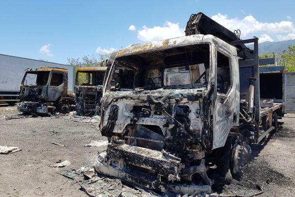 Incendie camions Le Port