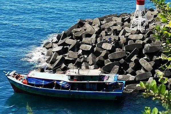 Bateau de migrants port de Sainte-Rose 130419