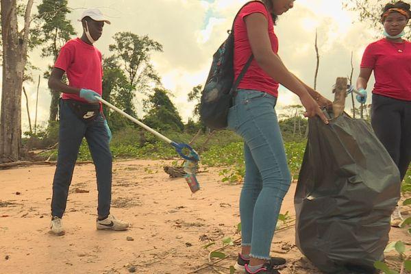 Ramassage de déchets Pointe Liberté à Macouria