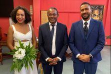 Laurence et Steeve accompagnés du maire de la ville de Fort-de-France (au centre) qui a célébré leur mariage.