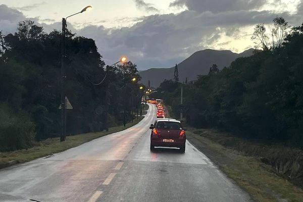 Embouteillage du matin dans le Grand Nouméa, bouchon, route de la Corniche, VE2, 26 avril 2021