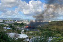 Incendie dans la décharge de Dillon à Fort-de-France.