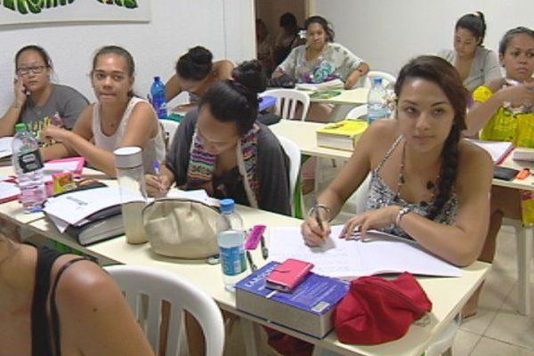 Enseignement pratique et théorique, l'apprentissage contre le chômage