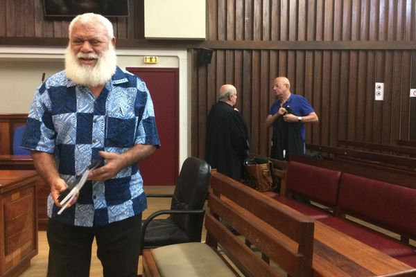 Justice procès favoritisme province Nord