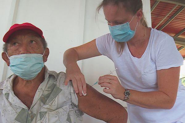Vaccin Pfizer : la première dose déjà efficace à 90% au bout de 3 semaines