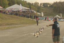 Laurent Fath a passé la ligne d'arrivée en wheeling pour son premier sacre national.