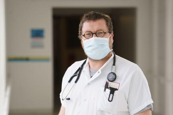 Sébastien Couraud pneumologue chef de service à l'hôpital Lyon Sud - Hospices civils de Lyon